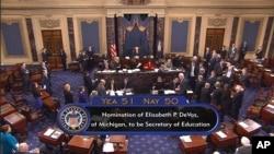 Senatda BetsiDeVosun ABŞ-ın təhsil naziri vəzifəsinə təsdiqi ilə bağlı səsvermə