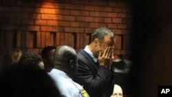 皮斯托利斯星期五在南非出庭