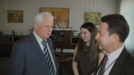 Ukraine's first president, Leonid Kravchuk, speaks to VOA's Steve Herman in Kyiv, March 25, 2013.