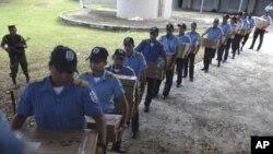 11月5号尼加拉瓜警察把投票箱运往点票中心