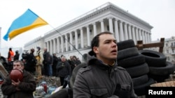 Protesters, Police Clash in Kyiv