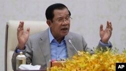 柬埔寨總理洪森在金邊就中國目前的新冠病毒疫情發表講話。 (2020年1月30日)
