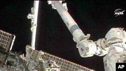 美國宇航員在太空站執行任務