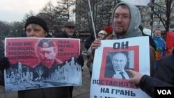 今年3月莫斯科市中心的反戰集會,示威者批評普京把國家帶到第三次世界大戰邊緣。(美國之音白樺 拍攝)