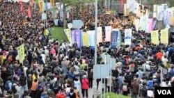 超過2千人參與反DQ集會。(美國之音湯惠芸攝)