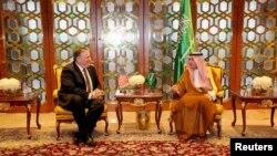 Mike Pompeo, ligel wezîrê derve yê Erebistana Saûdî, Adel Al-Jubeir li Riyadh
