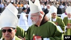 Le cardinal américain, Sean O'Malley, au centre, à la tête de la commission anti-pédophilie deVatican, assiste à la messe célébrée par le pape François à la base aérienne de Las Palmas, à Lima, le 21 janvier 2018.