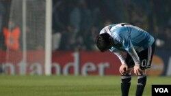 El astro del Barcelona es el nuevo capitán de Argentina, aunque todavía no se ha visto la mejor versión de Messi con su selección.