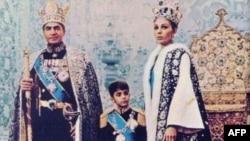 Семья последнего монарха Ирана (архивное фото)