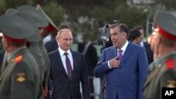 روسی صدر اپنے تاجک ہم منصب امام علی رحمان کے ہمراہ