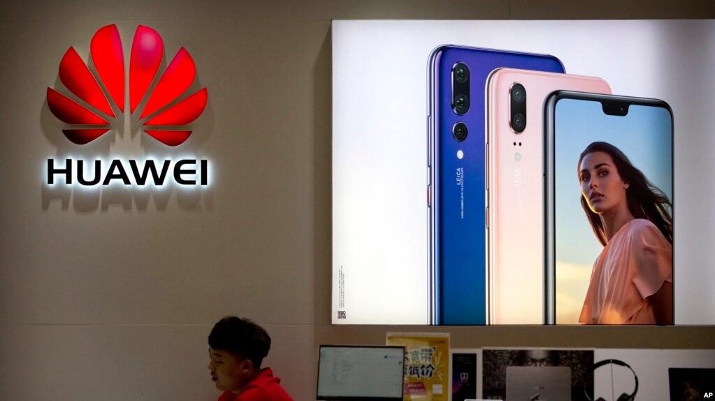 北京一家商场中的华为手机商店 (2018年7月4日)