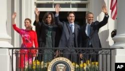 美國總統奧巴馬星期四在白宮歡迎加拿大總理杜魯多,在白宮南草坪一起與媒體見面。