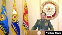북한은 6일 서울과 워싱턴까지 불바다로 만들 수 있다며 위협의 수위를 높였습니다. 또 하루 앞선 5일에는 김영철 군 청찰총국장(사진)이 조선중앙 TV에 출연해 정전협정을 백지화한다는 군 최고사령부 대변인 성명을 발표했습니다.