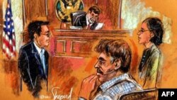 Предъявление обвинений Мансуру Арбабсиару (в центре)
