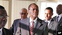 Alassane Ouattara arrivant à la réunion du panel de haut niveau de l'Union africaine à Addis Abeba.
