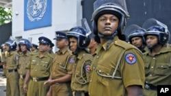 Polisi Sri Lanka akan mendapat wewenang lebih besar untuk menahan dan menginterogasi tersangka tanpa dakwaan, jika RUU baru lolos di parlemen Sri Lanka (foto: dok).