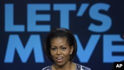 Michelle Obama mengampanyekan ajakan 'Let's Move' untuk mengurangi obesitas di kalangan anak-anak Amerika (foto: dok).