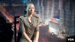 實名舉報中央辦公廳高官員的電視台女主持人紀英男(美國之音東方拍攝)