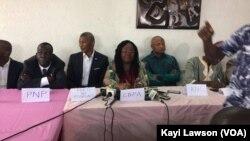 Les opposants togolais donnent une conférence de presse, à Lomé, Togo, le 11 septembre 2017. (Kayi Lawson)
