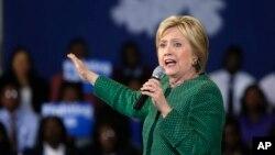 Ứng viên Dân chủ Hillary Clinton tại một cuộc vận động cử tri ở Trường Cao đẳng Morris ở Sumter, South Carolina, hôm 24/2.