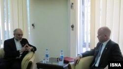 وزیران امور خارجه ایران و بریتانیا در ملاقات خود در باره مسائل دوجانبه نیز بحث و تبادل نظر کردند. عکس از خبرگزاری ایسنا