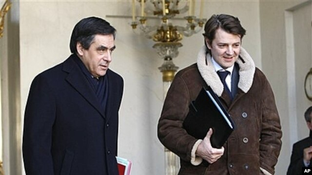 French prime minister Francois Fillon, left, leaves Elysee Palace, Paris, Jan. 4, 2012 (file photo).