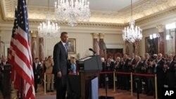 براک اوباما رئیس جمهور ایالات متحده حین ایراد بیانیه در بارۀ مسایل شرق میانه