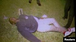 La fiscalía muestra fotografías de la escena del crimen.