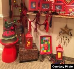 Warna merah, kuning dan hijau menjadi warna khas dekorasi Ramadan di rumah Inas El Ayouby. (I. El Ayouby)