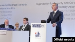 Crnogorski premijer Milo Đukanović govori na zasedanju Parlamentarne skupštine OEBS-a u Budvi (Autor: Biro)