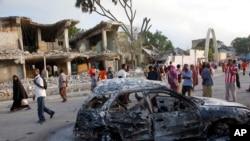 소말리아 수도 모가디슈 도심에서 27일 차량을 이용한 자살 폭탄 공격이 발생해 적어도 12명이 사망했다.