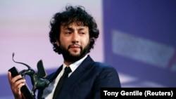 Đạo diễn Kaan Müjdeci đoạt Giải Đặc biệt của Ban Giám khảo cho bộ phim đầu tay Sivas tại Liên hoan phim Venice lần thứ 71, 6/9/2014.