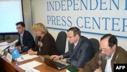 Представление доклада по результатам избирательной кампании некоммерческой ассоциацией «Голос» в Московском независимом пресс-центре 12 октября 2009 г.