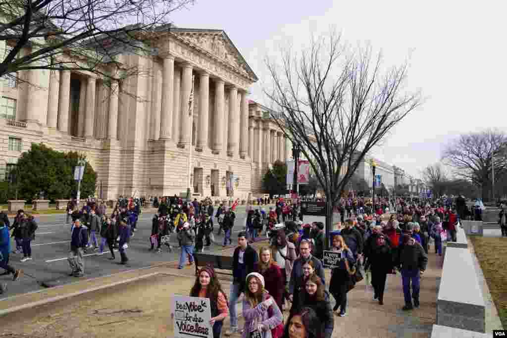 Desde tempranas horas de la mañana las personas comenzaron a juntarse en los alredores del National Mall en Washington DC.