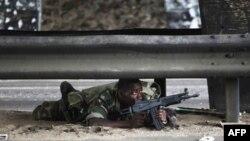 Fil Dişi Sahilində Laurent Qbaqbo evində yerləşən bunkerə sığındıqdan sonra atəşkəs istəyib