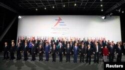 Các nhà lãnh đạo chụp ảnh chung tại hội nghị Á - Âu tại Milan, Ý, 16/10/2014.