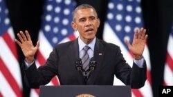 Presiden AS Barack Obama berpidato di SMA Del Sol di Las Vegas, Nevada (21/11). (AP/Isaac Brekken)