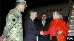 Menlu AS Hillary Clinton saat tiba di Kabul, Afghanistan (19/10).
