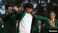 Watson se inició en el golf profesional en 2003 y la fama le ha llegado tras recibir la chaqueta verde de campeón en Augusta.