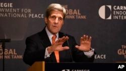 El secretario John Kerry durante un discurso en la Fundación Carnegie para la Paz Internacional en Washington, antes de partir hacia Viena.