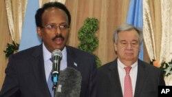 Mohamed Abduhalli Mohamed avec Antonio Guterres, Mogadiscio, Somalie, le 7 mars 2017.