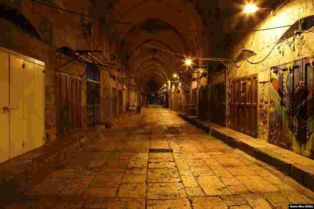 اورشلیم به روایت عکس- مغازه های تعطیل در بخش مسلمان نشین بخش قدیمی شهر اورشلیم.