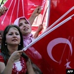 12 iyunda Turkiyada parlament saylovlari