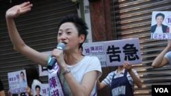 競選連任的公民黨香港島地區直選候選人陳淑莊大打告急牌拉票