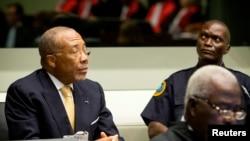 L'ancien président libérien Charles Taylor comparaît devant le tribunal spécial pour la Sierra Leone à La Haye aux Pays-Bas, le 26 septembre 2013.