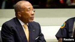 L'ancien président libérien Charles Taylor devant le Tribunal spécial pour la Sierra Leone lors de son jugement en appel à La Haye, aux Pays-Bas, le 26 septembre 2013.