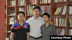 北京維權律師張凱(中)。