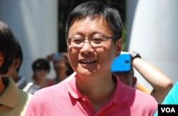 公民党立法会议员陈家洛表示,泛民主派将会发起一浪接一浪的行动,唤起港人对香港前途的担忧(美国之音汤惠芸拍摄)