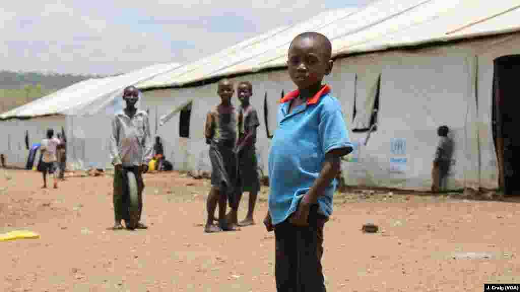 Des enfants dans le centre pour réfugiés à d'Imvepi, le 31 mars 2017 à Arua, en Ouganda.