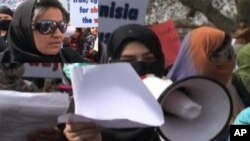 بین الاقوامی افواج کے فوری انخلا کا مطالبہ کرتے مظاہرین